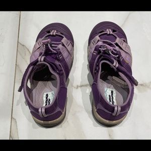 KEEN Youth Size 4 girls purple Hiking Trail Shoes.